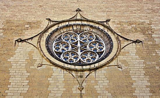 finestra frontale della chiesa di santa chiara - na