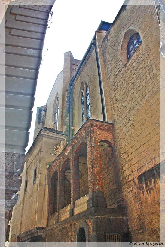 particolare esterno della chiesa di san domenico maggiore